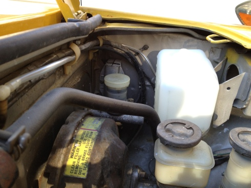 Daily-Datsun-280z-windshield-washer-reservoir-motor (12)