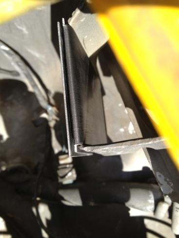 Daily-Datsun-280z-windshield-washer-reservoir-motor (13)