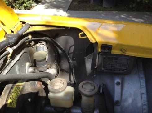 Daily-Datsun-280z-windshield-washer-reservoir-motor (18)