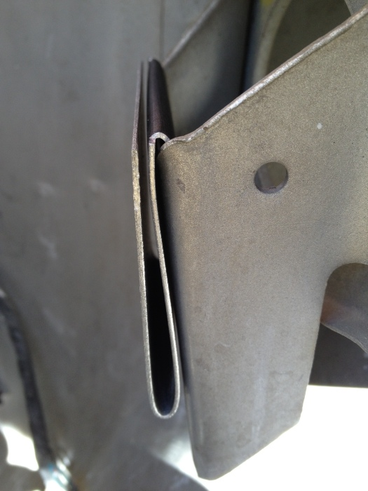 Daily-Datsun-280z-windshield-washer-reservoir-motor (6)