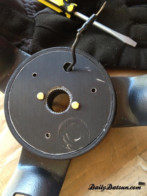 Daily-Datsun-240z-280z-steering-wheel (3)