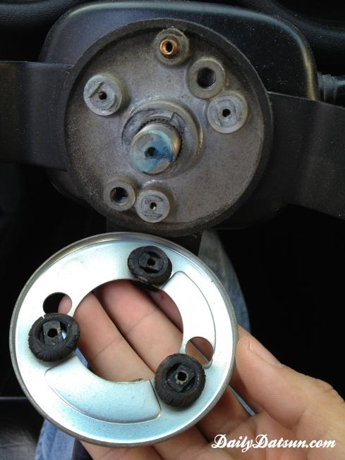Daily-Datsun-240z-280z-steering-wheel (8)